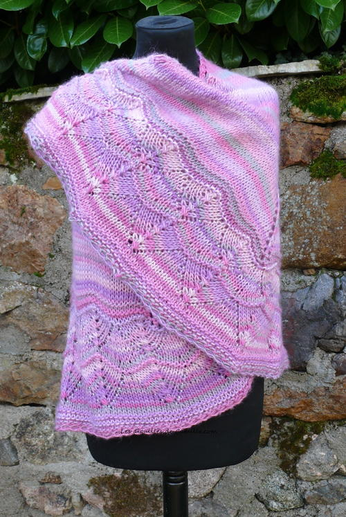 Knitting Patterns For Large Shawls : Sweet and Simple Knit Shawl AllFreeKnitting.com