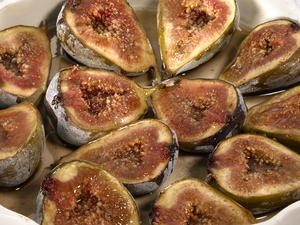Baked Figs with Cinnamon and Honey
