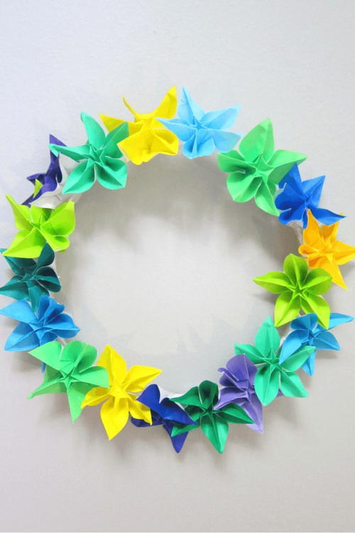 http://d2droglu4qf8st.cloudfront.net/2016/05/281387/Origami-Spring-Wreath-Idea_Large500_ID-1663358.jpg?v=1663358