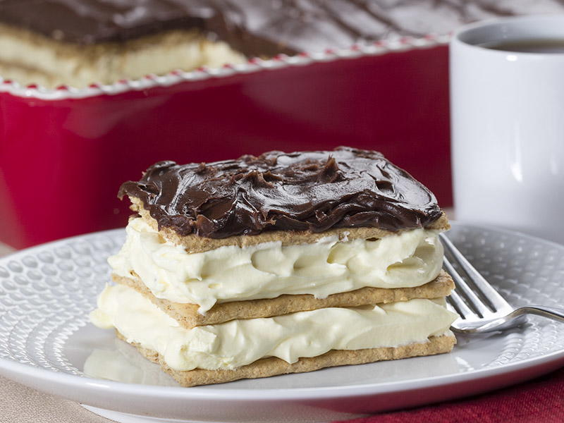 Eclair chocolate eclair