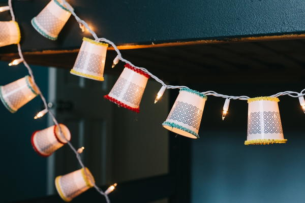 Festive Dixie Cup String Light Idea