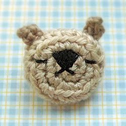 Amigurumi Emoticon Bear Pin