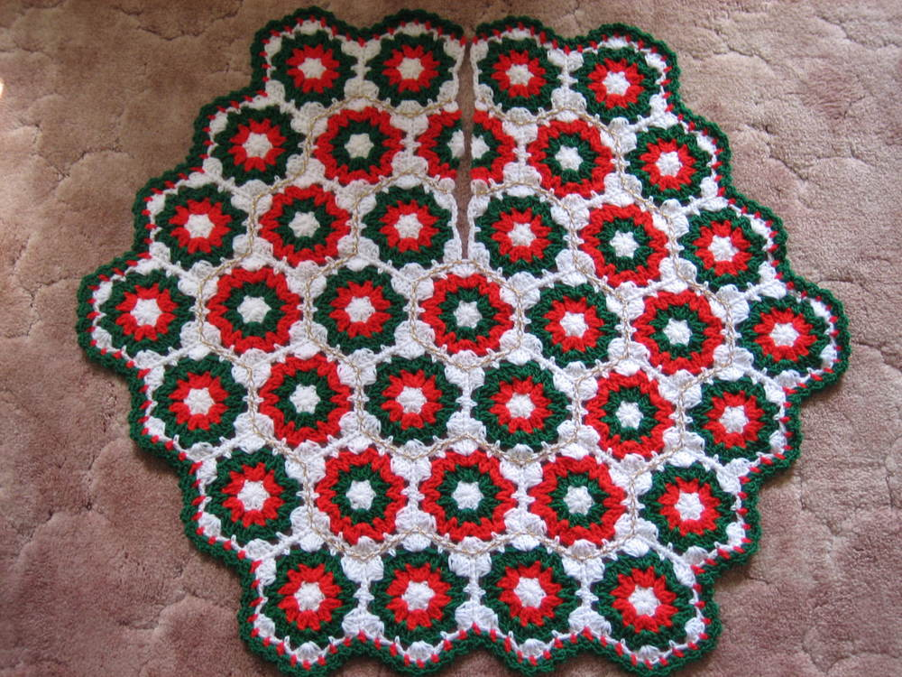 Free Crochet Granny Square Christmas Tree Pattern : Crochet Christmas Tree Skirt FaveCrafts.com