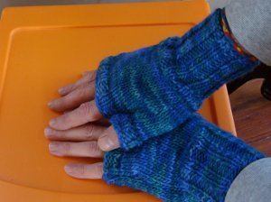 Knitting Pattern Easy Fingerless Gloves : Two Hour Fingerless Gloves AllFreeKnitting.com