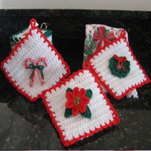 34 Easy Crochet Christmas Gifts | FaveCrafts.com
