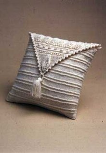 Knit Pillow With Aran Triangle Allfreeknitting Com