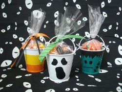 Super Simple Halloween Treat Buckets