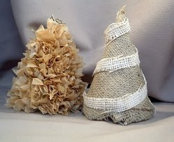 these country christmas craft ideas are perfect for a small space make a tiny christmas tree and place on your desk