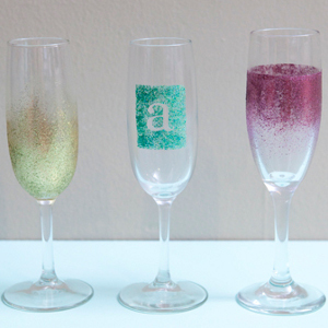 Favecrafts 1000s of free craft projects patterns and more champagne shimmer toasting glasses solutioingenieria Image collections