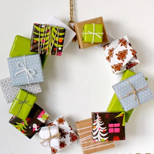Homemade Christmas Gift Box Wreath | AllFreeKidsCrafts.com