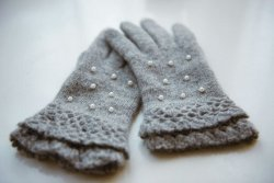 Chic and Cute Pearl Gloves