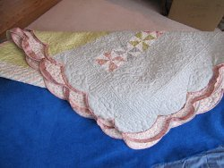 Adding Scalloped Binding to Your Quilt | FaveQuilts.com : adding binding to quilt - Adamdwight.com