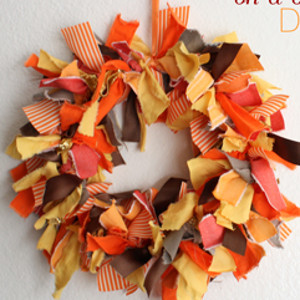 Fabric scraps wreath for All free holiday crafts