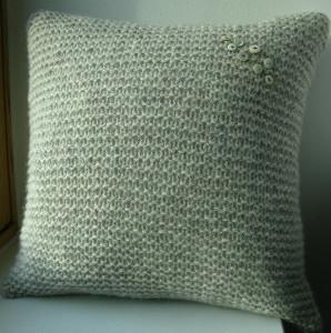 Vintage Button Pillow Cover | AllFreeKnitting.com