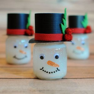 Frosty the Friendly DIY Snow Globe