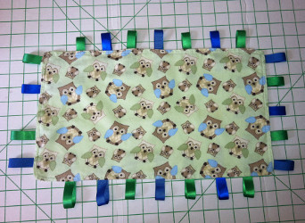 Incredibly Quick DIY Taggie Blanket