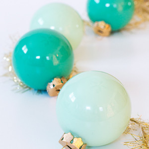 5 Minute Eye-Popping Homemade Christmas Ornaments