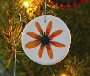 gorgeous pressed flower christmas ornaments - Flower Christmas Ornaments