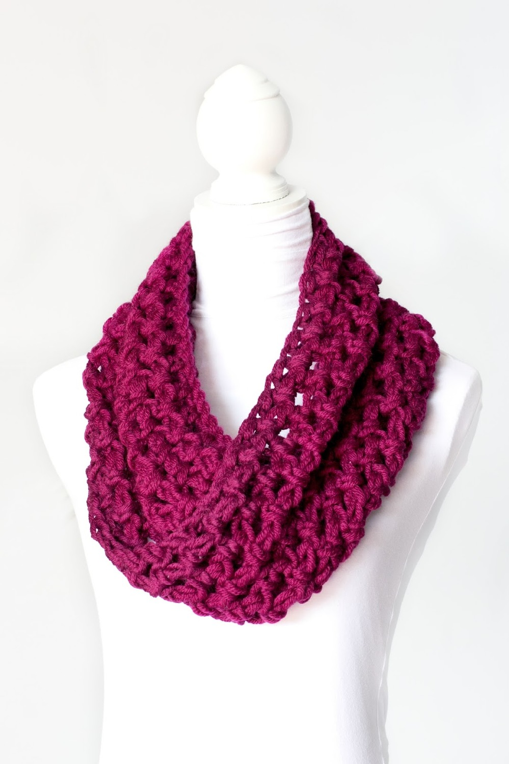 Crochet infinity scarf patterns and crochet cowls 26 patterns chunky crochet cowl bankloansurffo Image collections