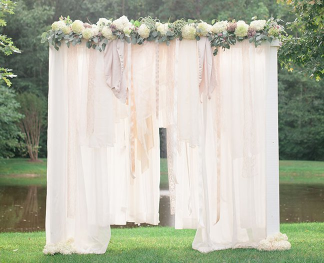 Breathtaking bohemian outdoor wedding altar allfreediyweddings junglespirit Images