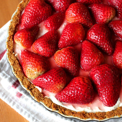 Sinfully Smooth Strawberry Cream Pie