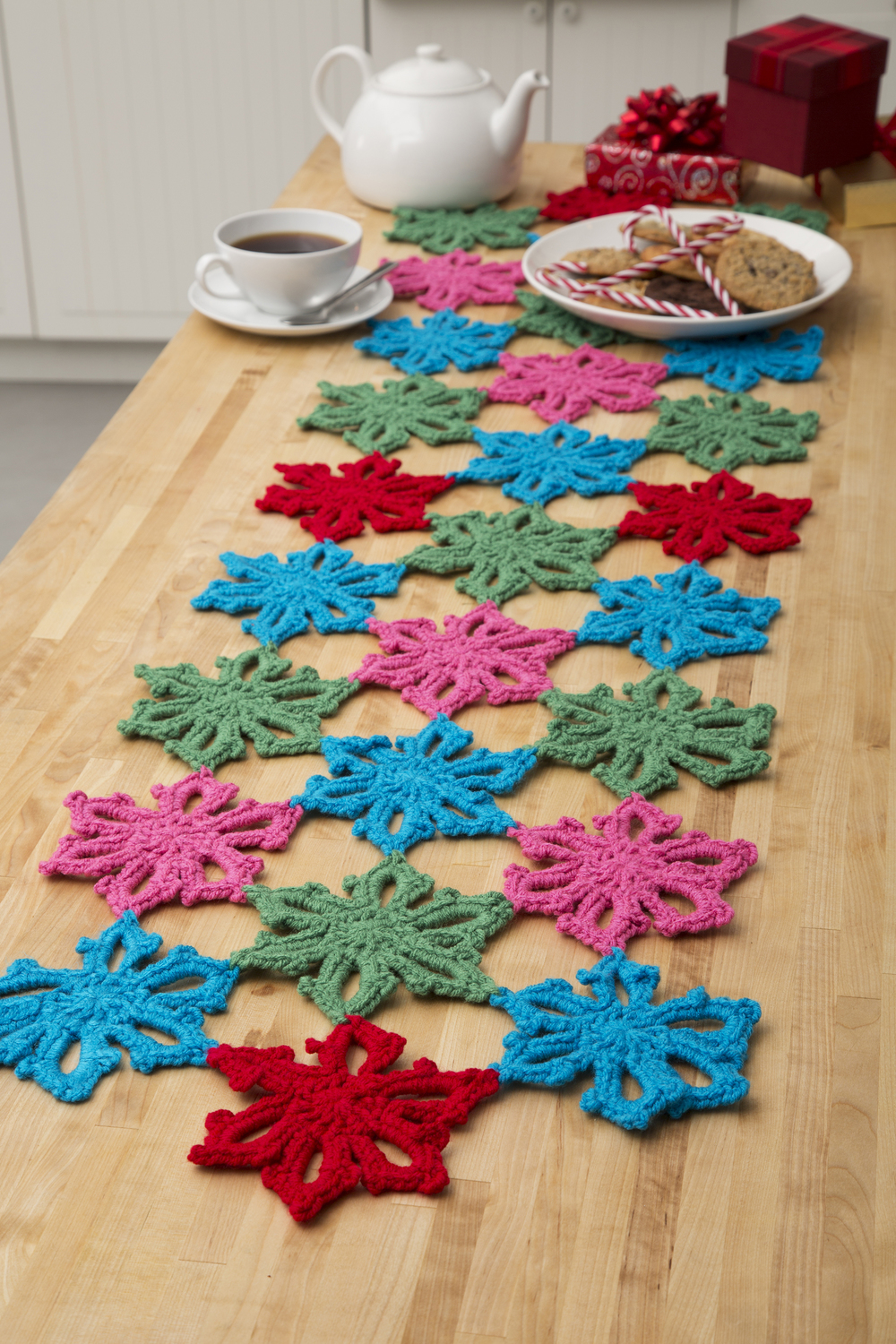 Hawaiian Christmas Table Runner | FaveCrafts.com