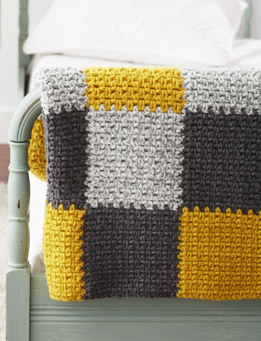 How to tie a patch in patchwork style crochet