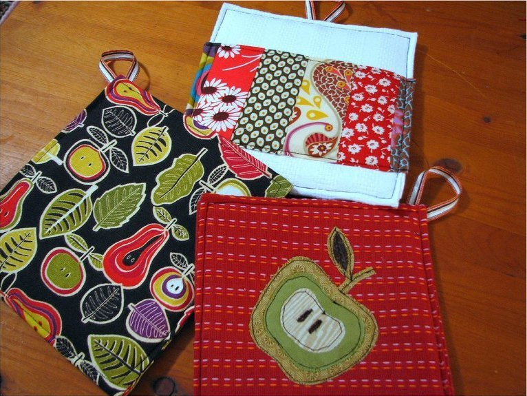Dishtowel Potholder Tutorial | AllFreeSewing.com