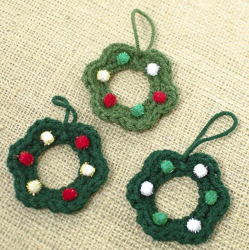 Mom's Christmas Wreath Ornaments   AllFreeCrochet.com