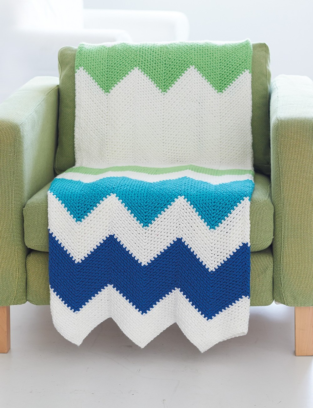 Crochet Patterns Zig Zag Blanket : Contemporary Zig Zag Throw AllFreeCrochetAfghanPatterns.com