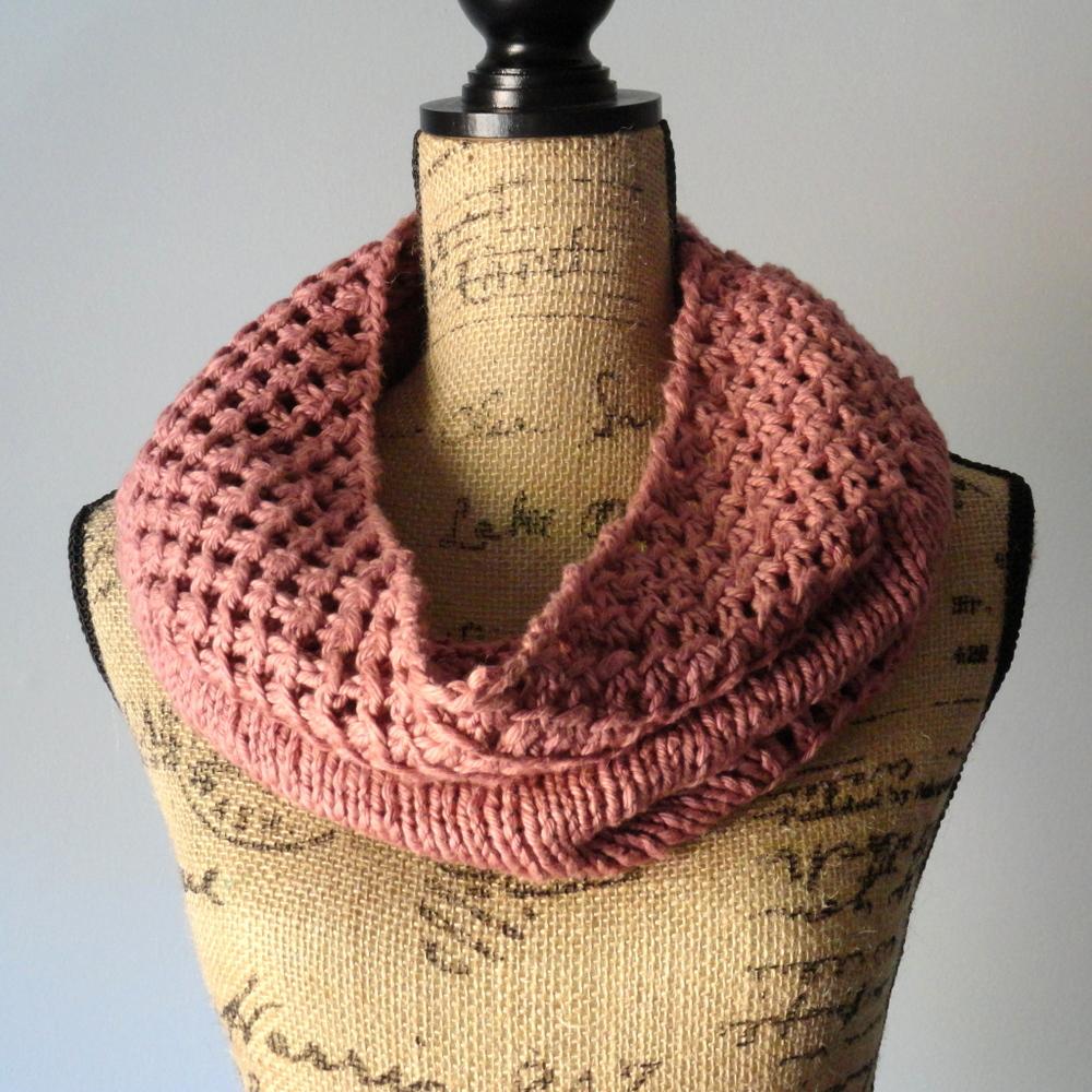 Irish Knit Stitch Patterns : Irish Mesh Cowl AllFreeKnitting.com