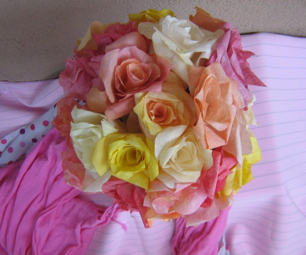 Decorative Gifts for Valentine's Day: Roses of Toilet Paper