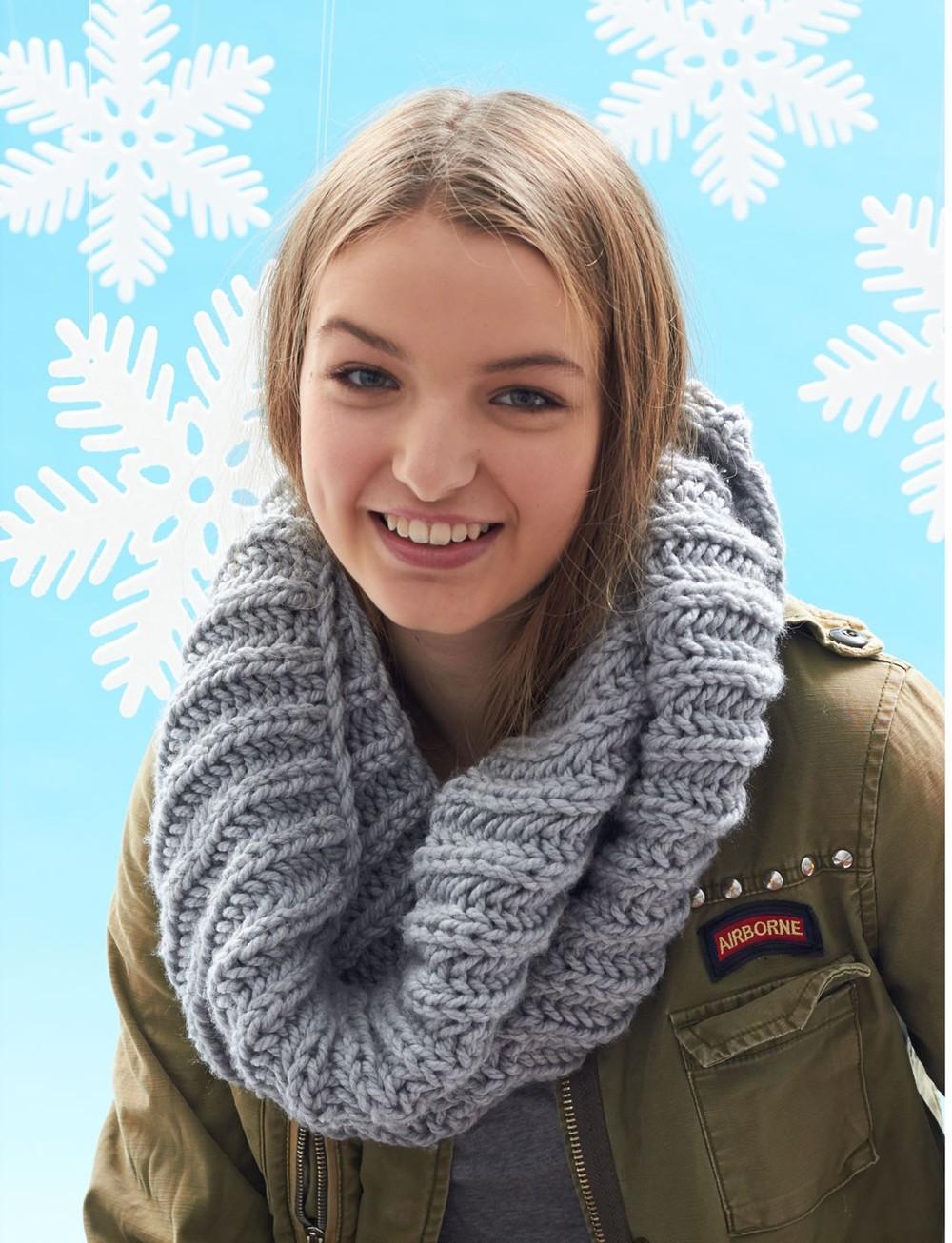 Granddaughter Easy Knit Cowl | AllFreeKnitting.com