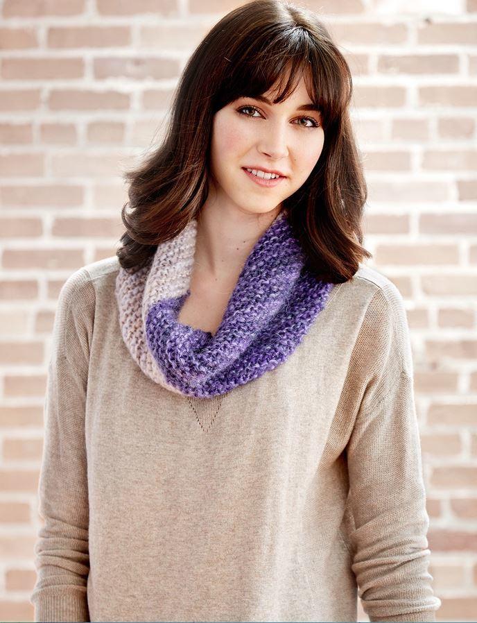 Two Toned Easy Knit Cowl | AllFreeKnitting.com