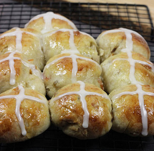 Easy Hot Cross Buns Recipe