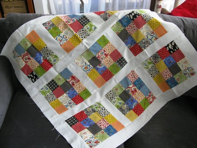 Sixteen Patch Baby Quilt Favequilts Com