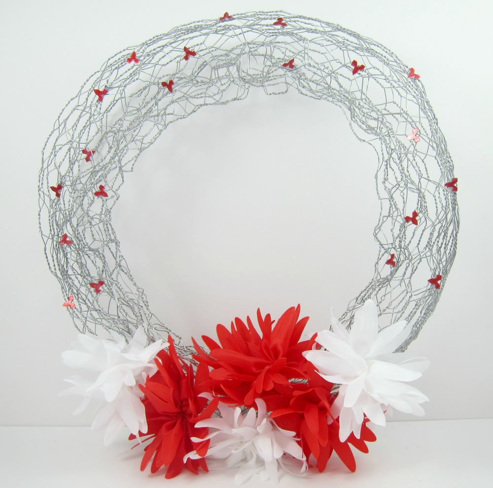 Chicken Wire DIY Spring Wreath | FaveCrafts.com