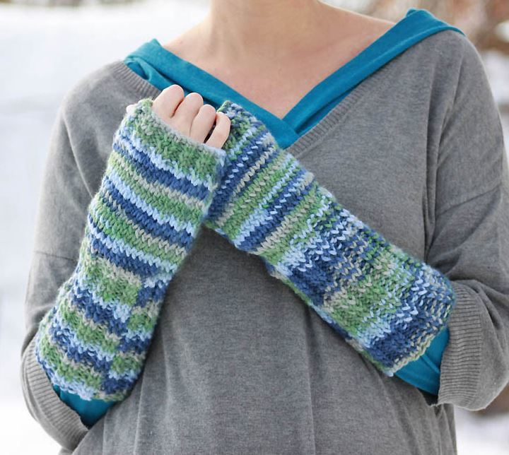 Loom Knit Fingerless Gloves Pattern : Scottish Loch Fingerless Gloves AllFreeKnitting.com