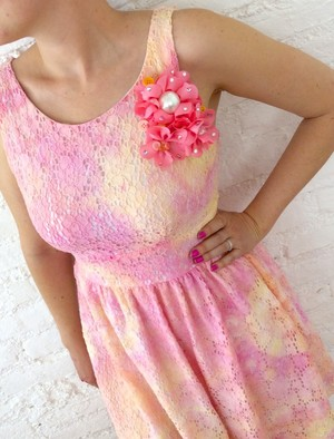 Tie Dye Design Dress With Embellished Brooch