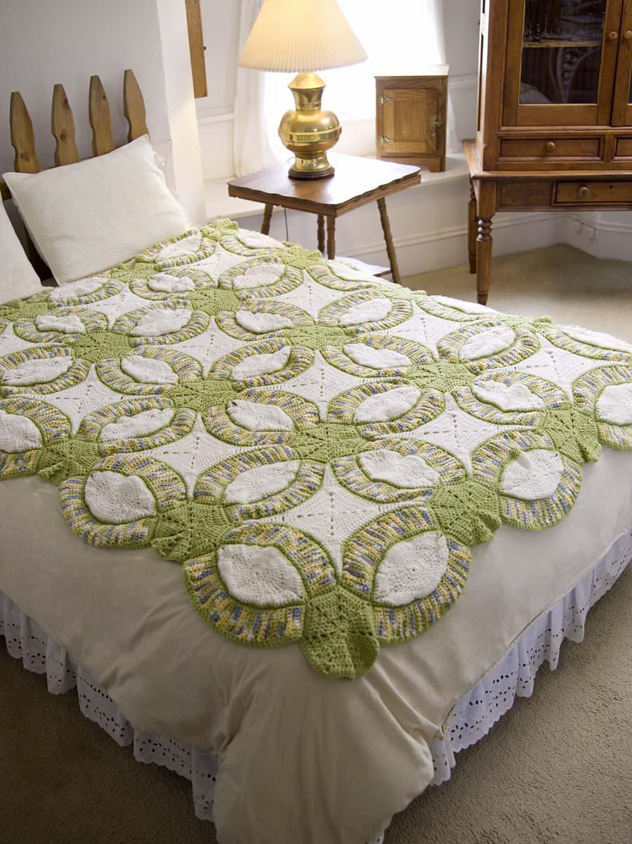 Free Crochet Wedding Ring Quilt Pattern : Crocheted Wedding Ring Quilt AllFreeDIYWeddings.com