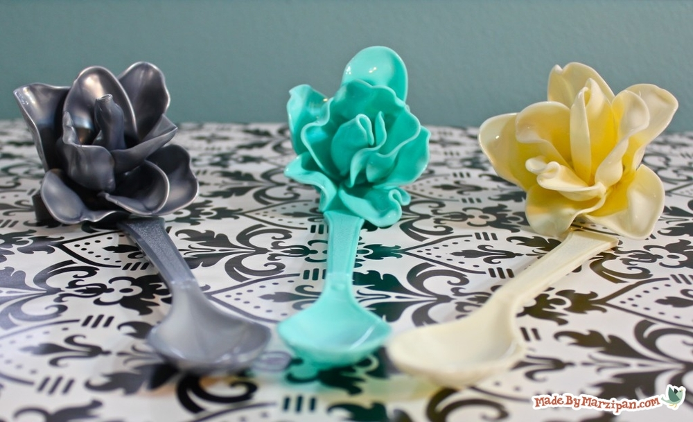 Plastic spoon roses diy recycled craft for Recycled crafts to sell