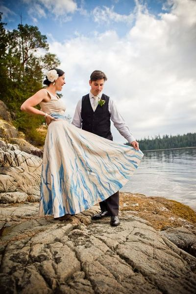 Devastatingly gorgeous hand painted diy wedding dress for Painted on wedding dress