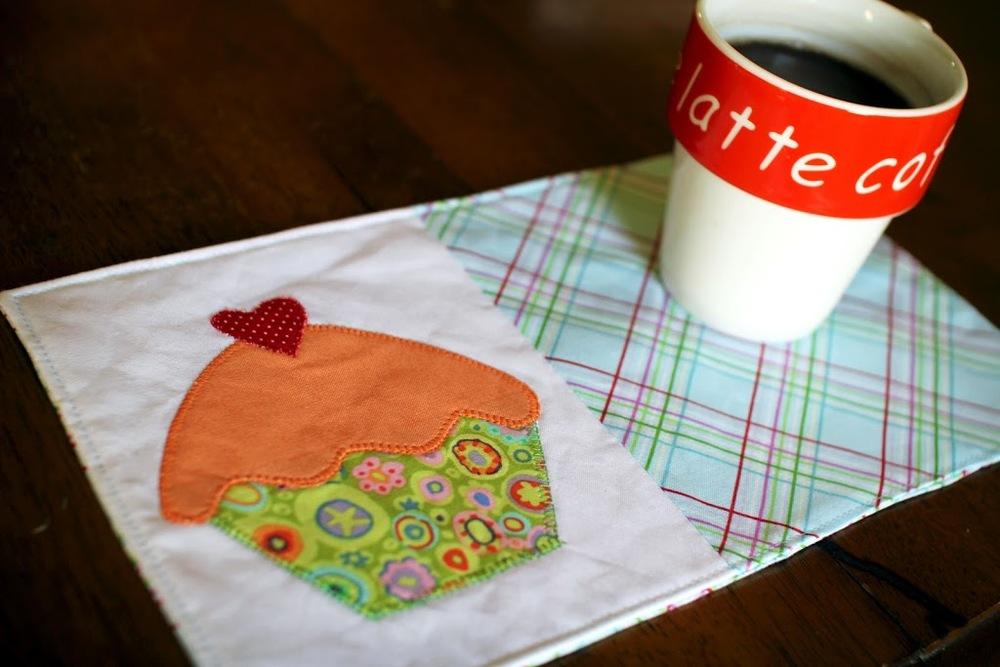 Cupcake Mug Rug Pattern Favequilts Com