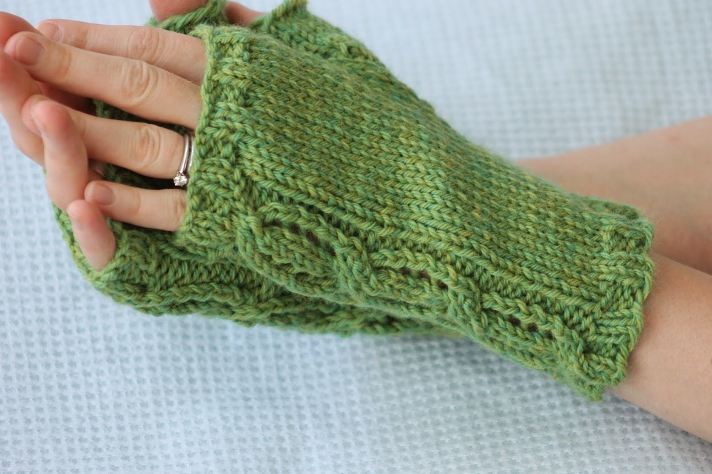 Knitting Pattern For Lace Gloves : True Love Knit Fingerless Gloves AllFreeKnitting.com
