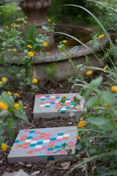 Stepping Stones DIY Yard Projects