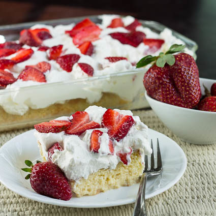strawberry tres leches cake tres leches cake with strawberries thebestdessertrecipes 7777