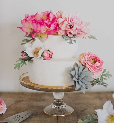 Incredible silk flower diy wedding cake allfreediyweddings incredible silk flower diy wedding cake junglespirit