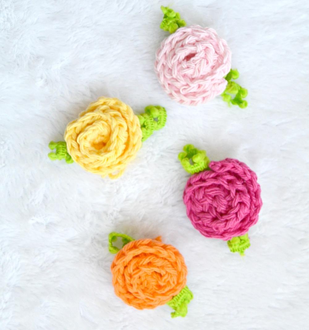 easy little crochet roses. Black Bedroom Furniture Sets. Home Design Ideas