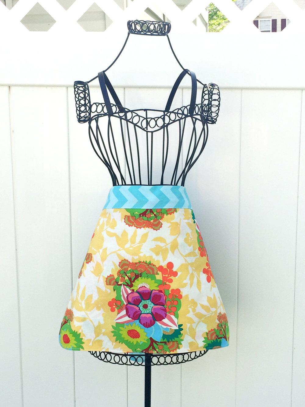 Colorful Mother\'s Day Apron Sewing Pattern   FaveCrafts.com
