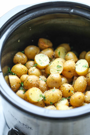 Garlic and Parmesan Slow Cooker Potatoes